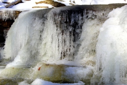 Close-up of the falls' icicles.
